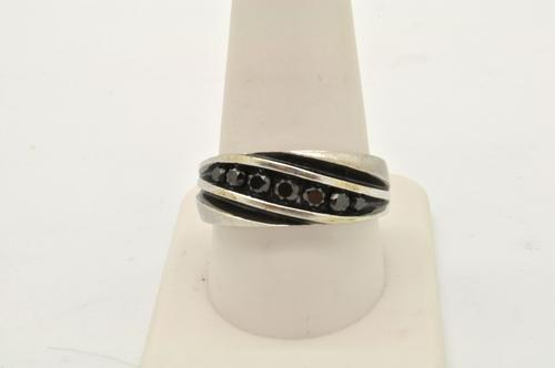 MENS 10 KT WHITE GOLD DIAMOND RING / BAND