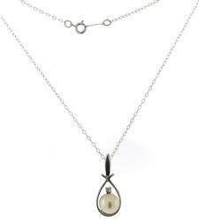 Simple Pearl and Diamond Necklace