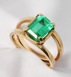 Attractive Emerald Doublet Ring in 14K
