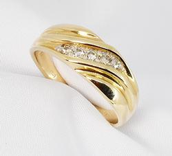 Striking Men's Diamond Wedding Band in 14K YG