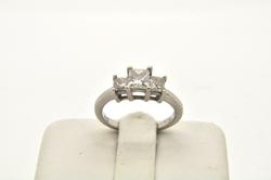 LADIES 14 KT WHITE GOLD DIAMOND RING
