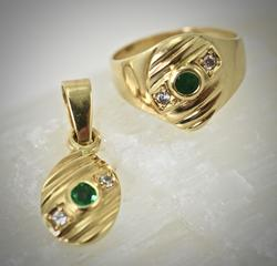 Simple and Classic 18K Emerald Ring and Pendant