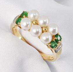 Unusual Pearl and Emerald Ring