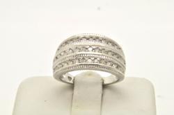 10 KT WHITE GOLD LADIES DIAMOND RING
