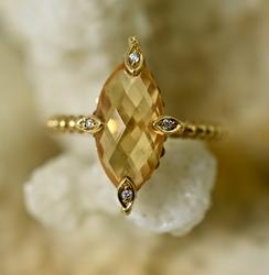 An Enticing 18K Citrine Ring