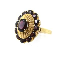 Nicely Designed 18K Garnet Cluster Ring
