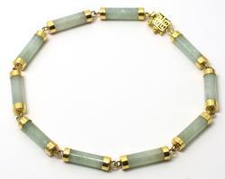 Vintage Jade Bracelet in Yellow Gold