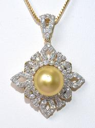 Eye Catching Pearl & Diamond Necklace in 18KT Yellow Gold