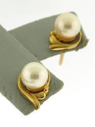 Pretty 22kt Pearl Stud Earrings