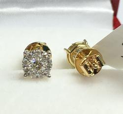 Beautiful 1.0 Carat Diamond Stud Earrings in 14kt Gold