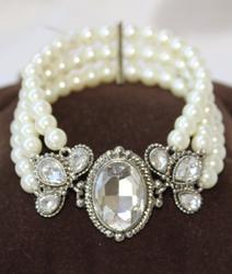 An Eye Catching Imitation Pearl Bracelet