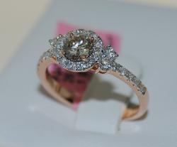 Lovely 18kt Brown and White Diamond Ring
