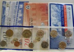 2001 P & D,  and 2002 P only; Uncirculated Mint Sets