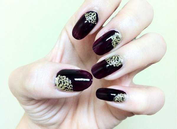 Glamour en tus uñas con pedrería