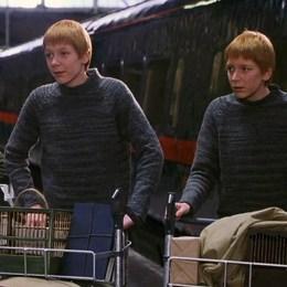 """Completa el dialogo: """"Besó a Percy en la mejilla y el muchacho se fue. Luego se volvió a los gemelos. - Ahora, ustedes dos… Este año se tienen que portar bien. Si recibo una lechuza más diciendo que han hecho___________""""  - Harry Potter y la Piedra Filosofal - Test"""