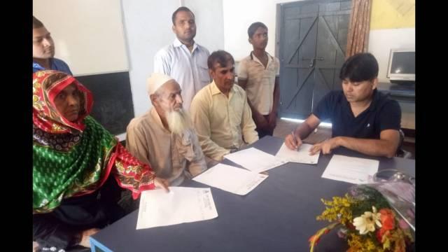 किठौर (मेरठ) के कस्बा शाहजहांपुर स्थित भवानी डिग्री कॉलेज में आयोजित निःशुल्क स्वास्थ्य शिविर में स्वास्थ्य परीक्षण करते चिकित्सक।