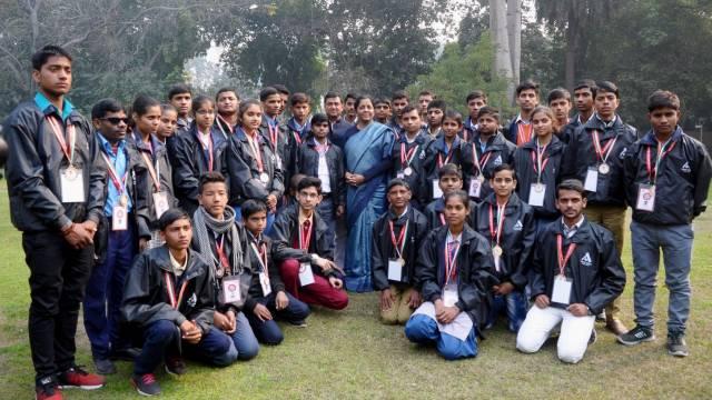 अतुल माहेश्वरी छात्रवृत्ति-2018 के विजेताओं को रक्षामंत्री ने किया सम्मानित।
