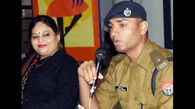 कानपुर के डॉ. वीरेंद्र स्वरूप अवधपुरी एजुकेशन सेंटर में आयोजित पुलिस की पाठशाला को संबोधित करते एसपी संजीव सुमन