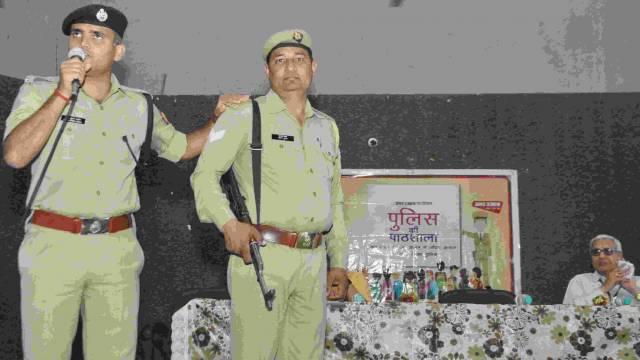 गाजियाबाद केराम किशन इंस्टीट्यूट मेंआयोजित पुलिस की पाठशाला को संबोधित करते एसपी देहात नीरज कुमार जौदान