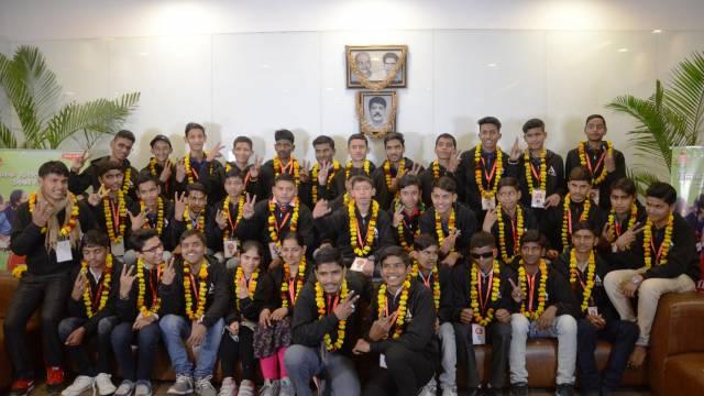 अतुल माहेश्वरी छात्रवृत्ति सम्मान समारोह की पूर्व संध्या पर सफल अभ्यर्थियों का नोएडा स्थित अमर उजाला कार्यालय में भव्य स्वागत।