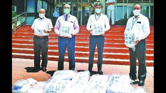 अमर उजाला फाउंडेशन की ओर से पीजीआई चंडीगढ़ के डायरेक्टर प्रो. जगतराम को 500 पीपीई किट भेंट की