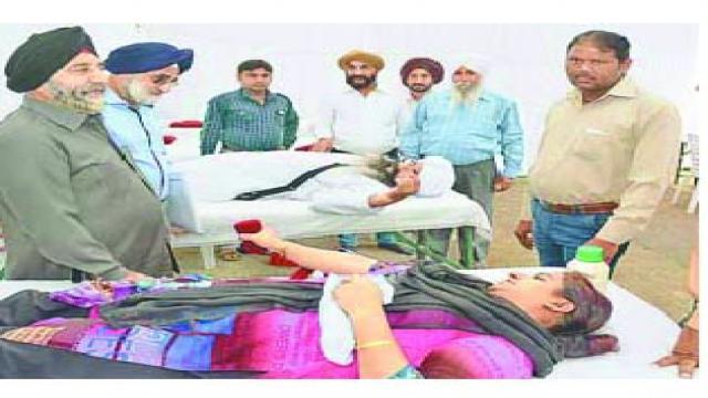 कानपुर में आयोजित रक्तदान शिविर में 54 लोगों ने किया महादान।