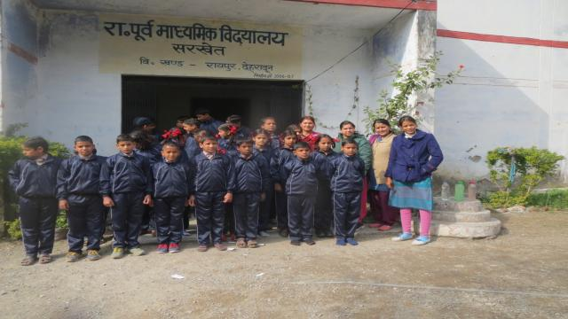 बांदल घाटी के आपदा प्रभावित 33 स्कूली बच्चों को दिए गर्म कपड़े