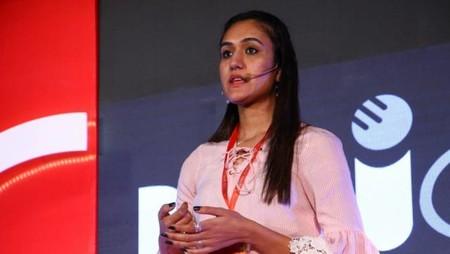 नई दिल्ली में 26 मई, 2018 को आयोजित नज़रिया-जो जीवन बदल दे कार्यक्रम में कॉमनवैल्थ 2018 की टेबल टेनिस की स्वर्ण पदक विजेता मनिका बत्रा लोगों को सफलता की कहानी सुनाती हुईं।