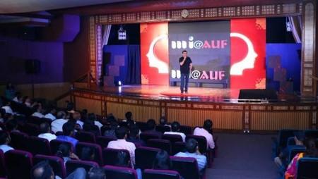 नई दिल्ली में आयोजित नज़रिया-जो जीवन बदल दे कार्यक्रम में साइबर विशेषज्ञ रक्षित टंडन।
