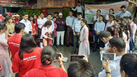 एमबीपीजी कॉलेज के विद्यार्थियों ने लालडांठ बस अड्डे के पास नुक्क्ड़ नाटक द्वारा लोगों को स्वच्छता के प्रति जागरूक किया।