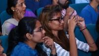 नई दिल्ली में आयोजित 'नज़रिया-जो जीवन बदल दे' कार्यक्रम में मौजूद लोग।