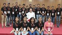 उपराष्ट्रपति वेंकैया नायडू ने अपने आवास पर अतुल माहेश्वरी छात्रवृत्ति विजेताओं को सम्मानित किया