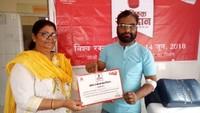 विश्व रक्तदाता दिवस के अवसर पर आयोजित रक्तदान शिविर में प्रशस्ति-पत्र प्रदान किए गये।