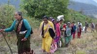 सदाबहानी गगास अभियान में अपने खावों को सुधारने के लिए जाते ग्रामीणजन
