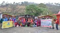 अमर उजाला फाउंडेशन सदाबहानी गगास अभियान के तहत अल्मोड़ा जिले के उदयपुर के जंगल में स्थित सालों पुराने गौमाटी खाव को सुधारने वाली टीम