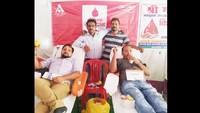 जहानाबाद में आयोजित रक्तदान शिविर में रक्तदान करते लोग।