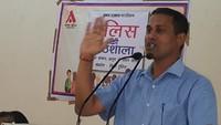 मथुरा के बीएसए महाविद्यालय आयोजित पुलिस की पाठशाला को संबोधित करते एसएसपी बबलू कुमार।