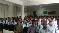 हिमांचल के हमीरपुर पब्लिक स्कूल मेंआयोजित पुलिस की पाठशाला में मौजूद विद्यार्थी।