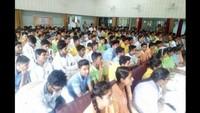 मेरठ के सिटी वोकेशनल पब्लिक स्कूल में आयोजित पुलिस की पाठशाला में मौजूद विद्यार्थी।