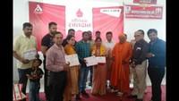 करनाल में आयोजित रक्तदान शिविर में रक्तदाताओं को प्रशस्तिपत्र देकर सम्मानित करती पूर्व मेयर रेणु बाला।