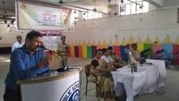 सीतापुर केलखनऊ पब्लिक स्कूल में आयोजित पुलिस की पाठशाला को संबोधित करते एआरटीओ उदित नारायण।