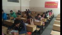 अतुल माहेश्वरी छात्रवृत्ति की परीक्षा देते अभ्यर्थी।
