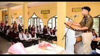 ऊना के एस.एस.आर.वी.एम. सीनियर सेकेंडरीस्कूल में आयोजित पुलिस की पाठशाला को संबोधित करते डीएसपी कुलविंद्र सिंहl
