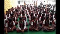 भदोही के ज्ञानपुर स्थित सेंट थॉमस स्कूल में आयोजित पुलिस की पाठशाला में मौजूद विद्यार्थी।