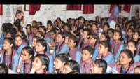 मेरठ में आयोजित बाल फिल्म महोत्सव में फिल्म देखते बच्चे
