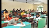 अतुल माहेश्वरी छात्रवृत्ति की परीक्षा देते विद्यार्थी