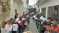 अतुल माहेश्वरी छात्रवृत्ति की परीक्षा देकर केंद्र के बाहर मौजूद विद्यार्थी