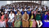जौनपुरकेपैरा मेडिकल कॉलेज में आयोजित पुलिस की पाठशाला में मौजूद शिक्षक एवं छात्राएं
