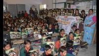 वाराणसी के हरहुआ के रामप्यारी मेमोरियल बालिका इंटर कॉलेज में आयोजित बाल फिल्म फिल्म देखती छात्राएं