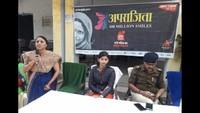 भदोही के जिला पंचायत बालिका इंटर कॉलेज में आयोजित पुलिस की पाठशाला में मौजूद एएसपी डॉ. संजय कुमार।